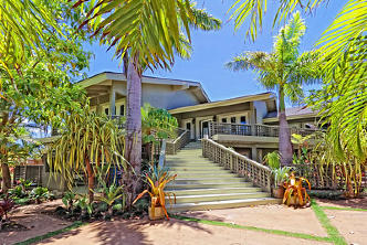 Wailea Inn | Vitally You Maui Retreat | penthouse entrance stairs